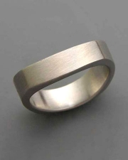 Bands 3-8: Curved squared band in white gold