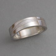 Platinum curved band with inlay of textured Platinum