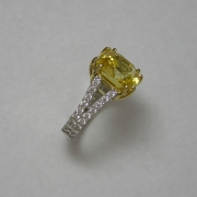 18k White gold ring with Yellow Sapphire in 18k Yellow gold prongs, side Diamonds