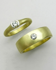 Engagement Ring 4-9: Round cut diamonds in yellow gold for a his and hers set
