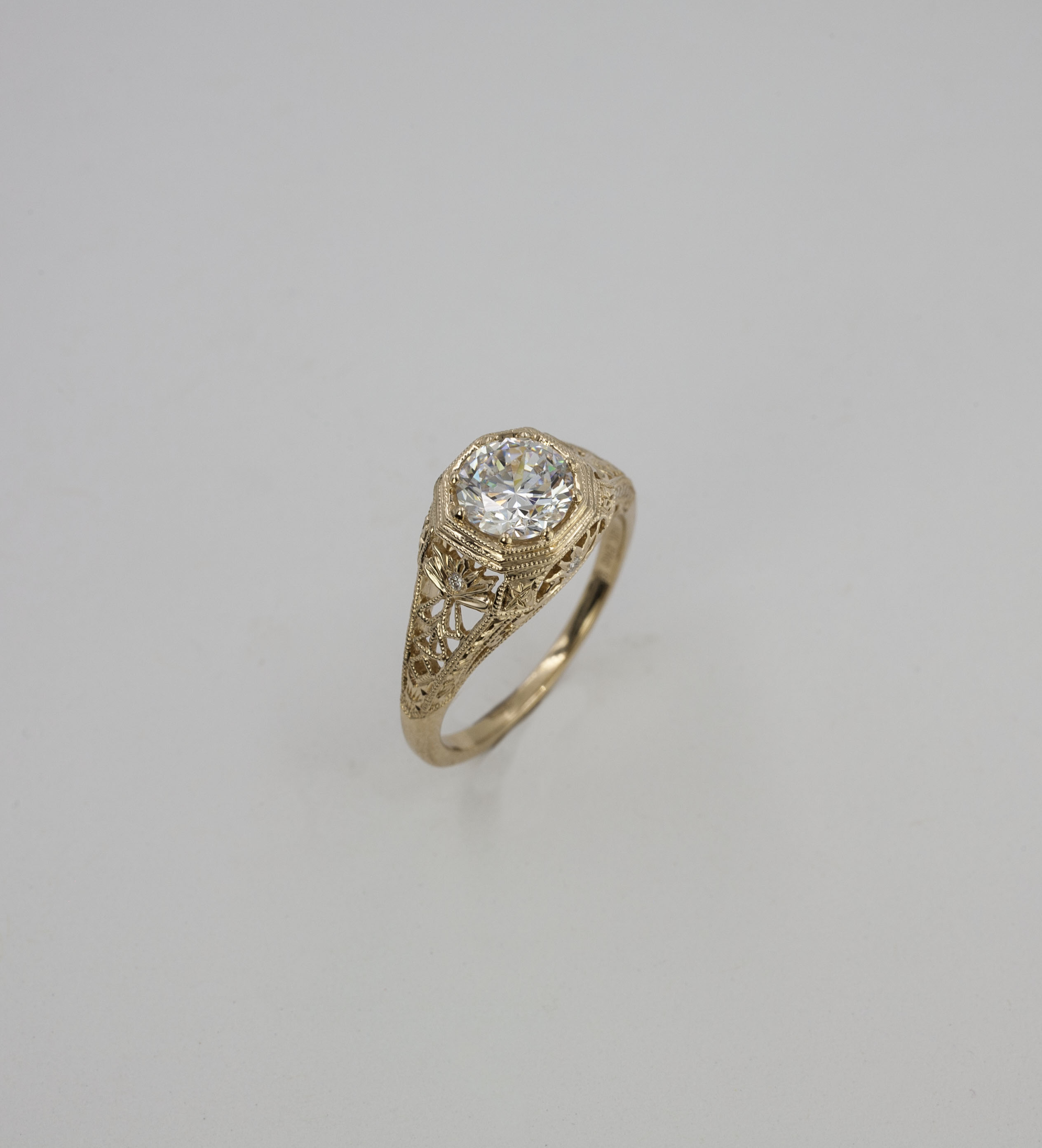 in diamond ring rings thomas antique round white size gold filigree img jewelers stone vintage three bands