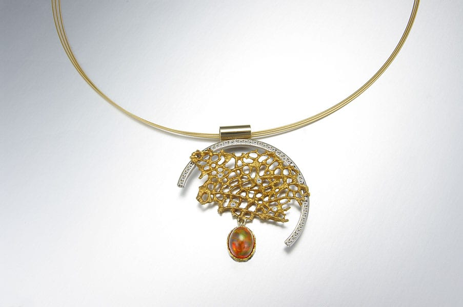 sea-fan-necklace-on-neckwire